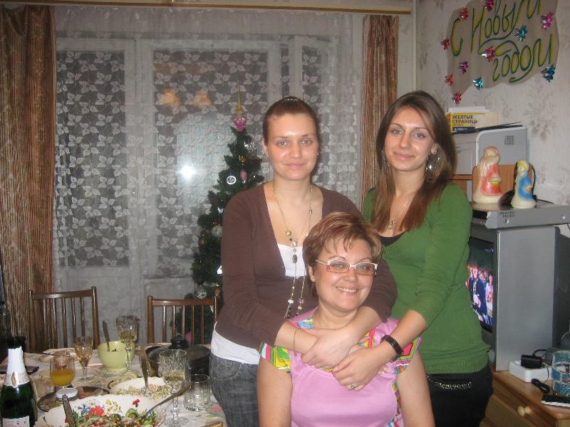 Я со своими девчёнками на Новый 2008 год.