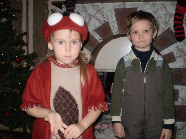 Девочка-белочка с двоюродным братом.