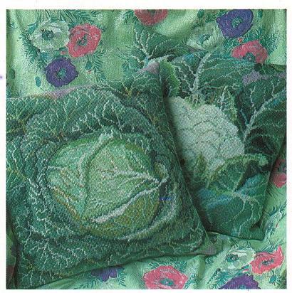 Подушка с вышивкой и кистями