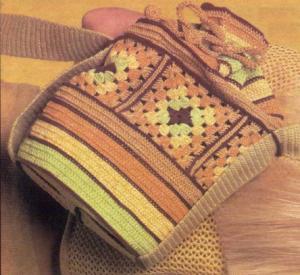Сумка-мешок из квадратов и цветных полос.  Пряжа : 400 г х/б пряжи...