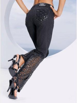 Модные дизайнеры уверены, что разноцветные джинсы - это отличное решение...