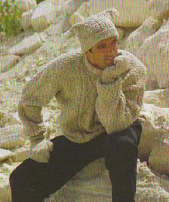 И свитер, и носки, и варежки, и даже шапочка.  Все на месте.