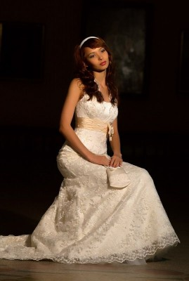 Продаю новое свадебное платье модель со шлейфом, очень практично-при...