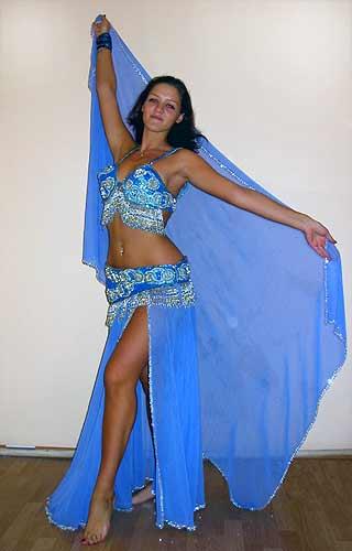 костюм, а также пояс для танца живота.